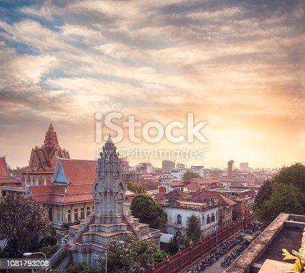 Wat Ounalom At Sunset In Phnom Penh, Cambodia