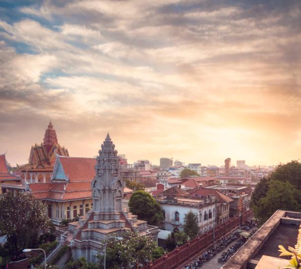 Wat Ounalom At Sunset In Phnom Penh, Cambodia stock photo