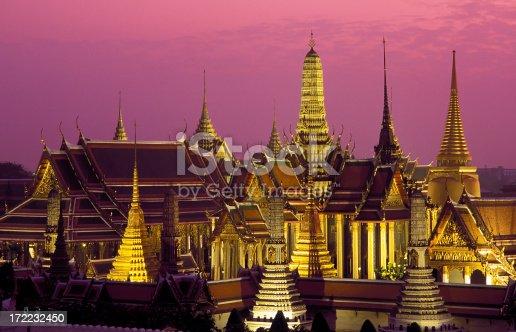 wat phra kaew dusk sunset temple of the emerald buddha grand palace
