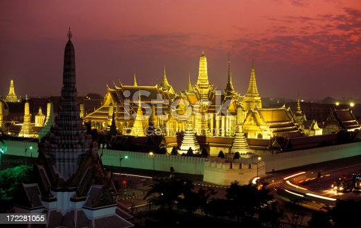 wat phra keo at dusk/sunset. also called the temple of the emerald buddha.