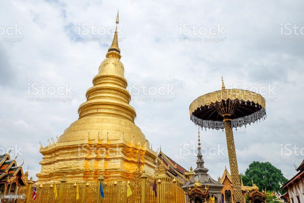 wat phra that haripunchai is a lanna style temple in lamphun , Thailand zbiór zdjęć royalty-free
