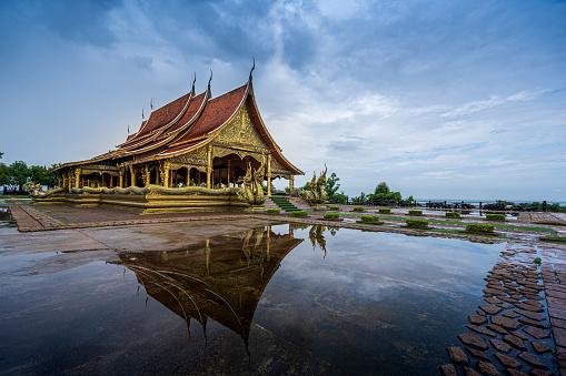 istock Wat reflection 1166154041
