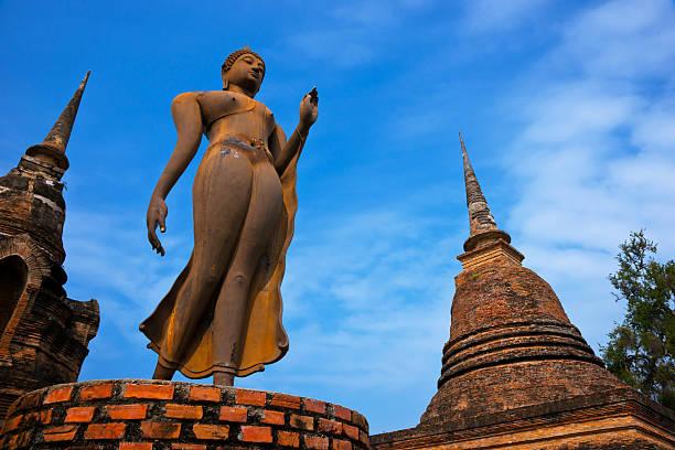 wat sa si parque histórico de sukhothai. - sukhothai - fotografias e filmes do acervo