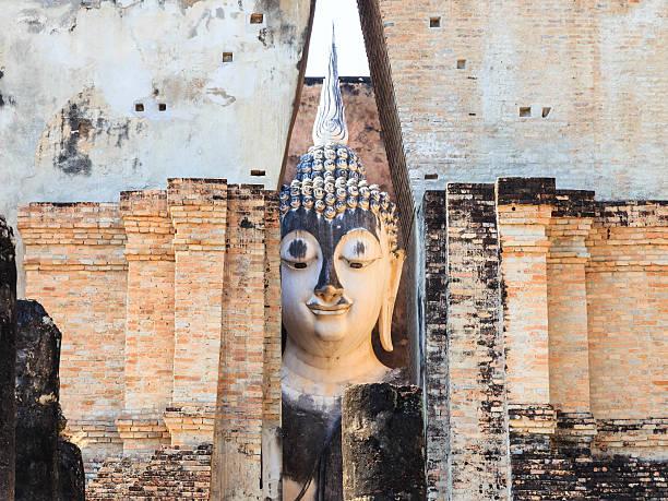 wat si chum, shukhothai historical park, tailândia - sukhothai - fotografias e filmes do acervo