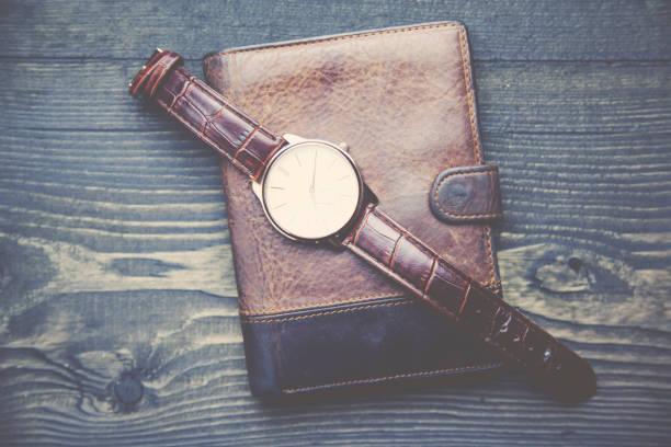 watch and wallet - leder portemonnaie herren stock-fotos und bilder
