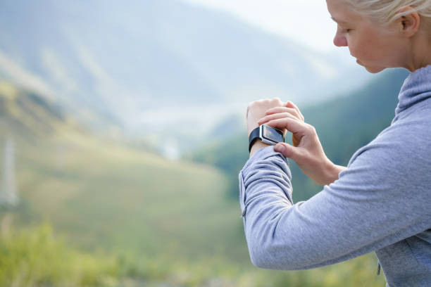 watch for sports with smartwatch. jogging training for marathon. - digital marathon foto e immagini stock