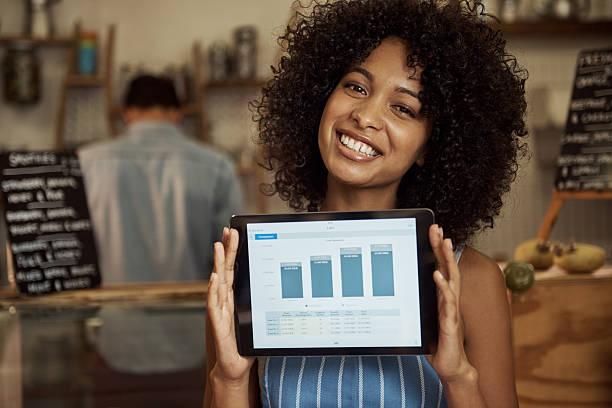 meine unternehmen zu neuem wachstum zu verhelfen! - tablet mit displayinhalt stock-fotos und bilder