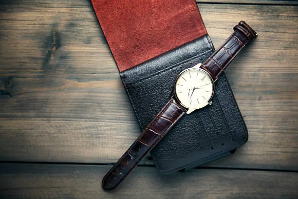watch on the wallet - leder portemonnaie herren stock-fotos und bilder