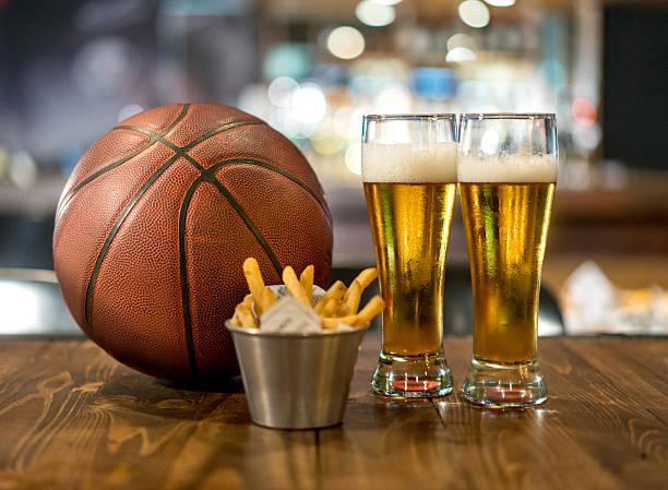 Watching a basketball game at a sports bar picture id509911548?b=1&k=6&m=509911548&s=612x612&w=0&h=0tli5fixixcfgnvypdjp10i8q8yovs4l33v 9wnz73c=