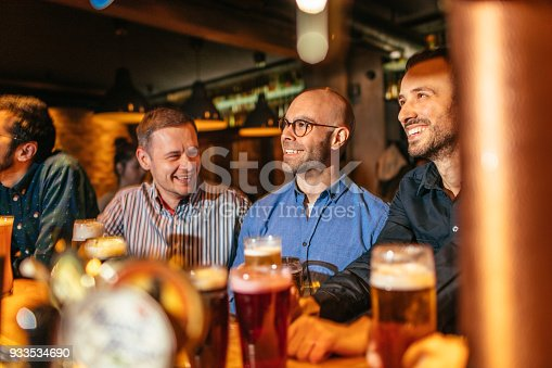 istock Watching match in a pub 933534690