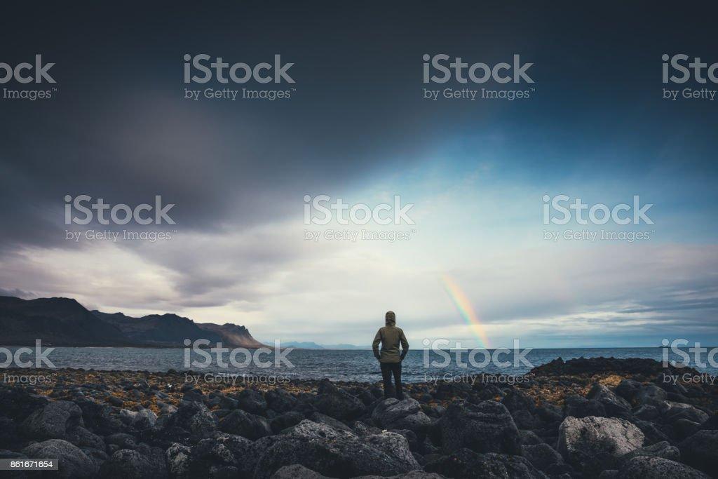 Je regarde l'arc-en-ciel en Islande - Photo