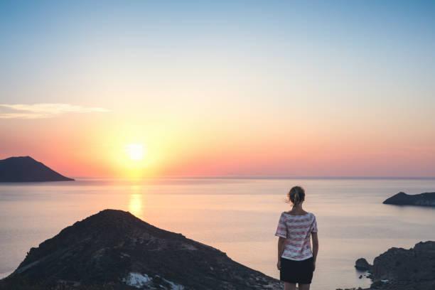 Regarder le coucher de soleil à Milos - Photo