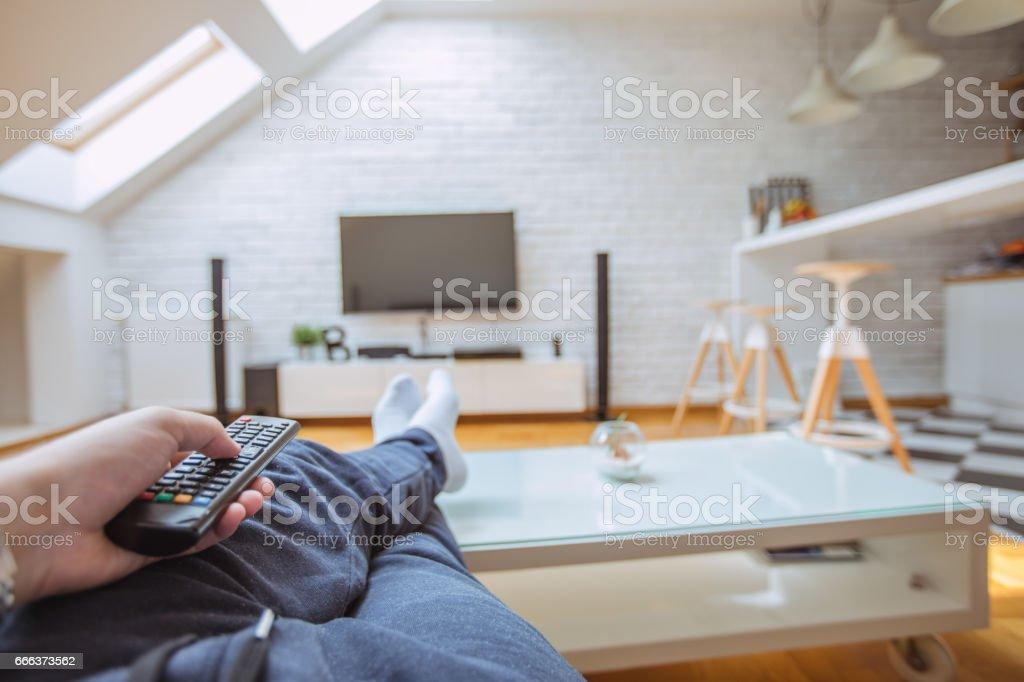 Vor dem Fernseher zu Hause – Foto