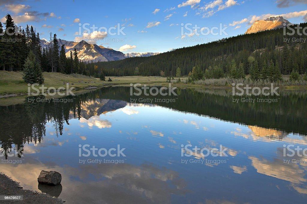 L'acqua come un mirror. foto stock royalty-free