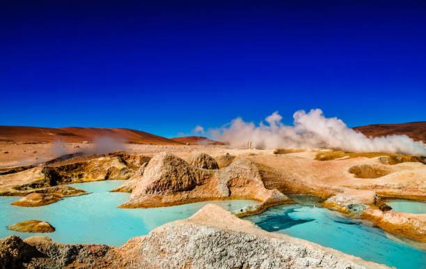 玻利維亞高原間歇泉溶膠 de 晨報水 bassain - 阿爾蒂普拉諾山脈 個照片及圖片檔