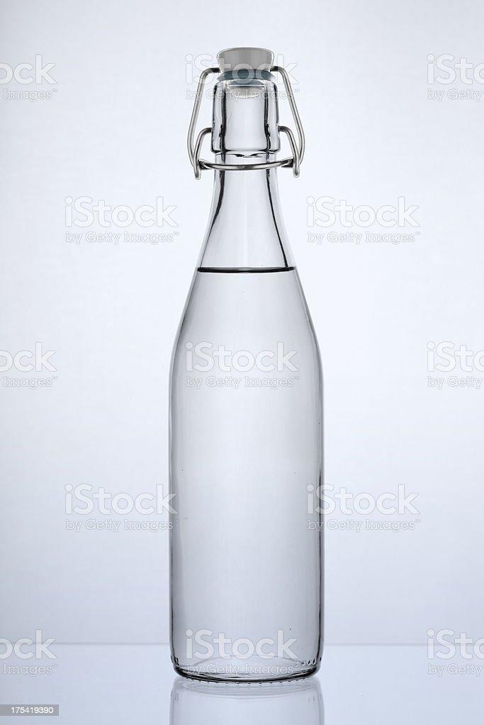 Eine Flasche Wasser. – Foto