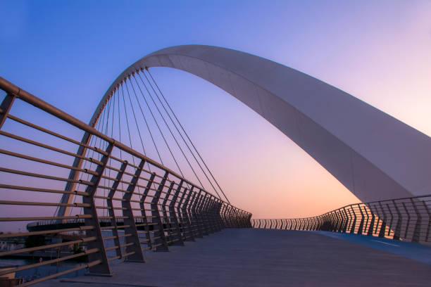 water aquaduct - boog architectonisch element stockfoto's en -beelden