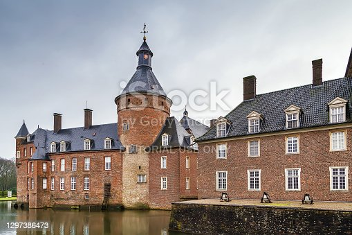 istock Water castle Anholt, Germany 1297386473