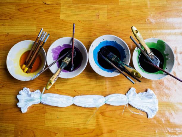 water color palette for tie dye fabric - barwnik zdjęcia i obrazy z banku zdjęć