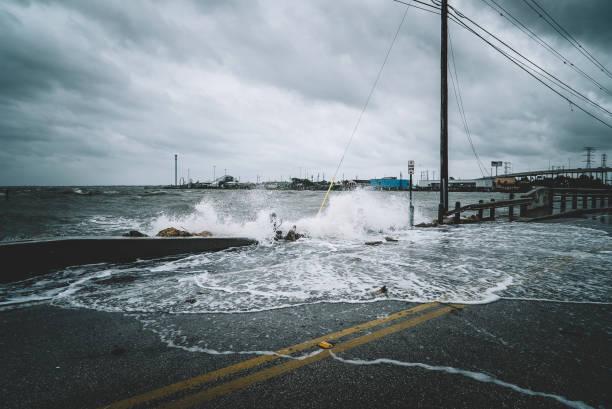 Water crashing over bridge during Hurricane Water crashing over bridge during Hurricane Harvey in Kemah Texas extreme weather stock pictures, royalty-free photos & images
