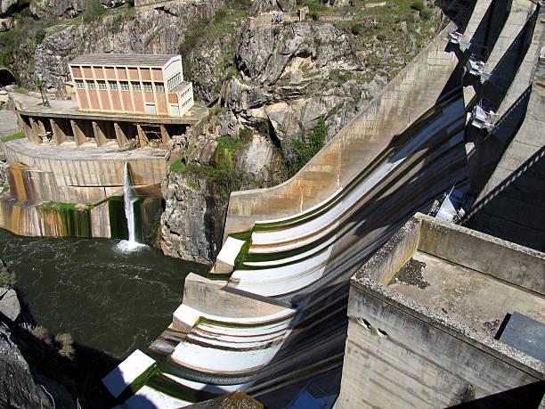 barragem de água - fotos de barragem portugal imagens e fotografias de stock