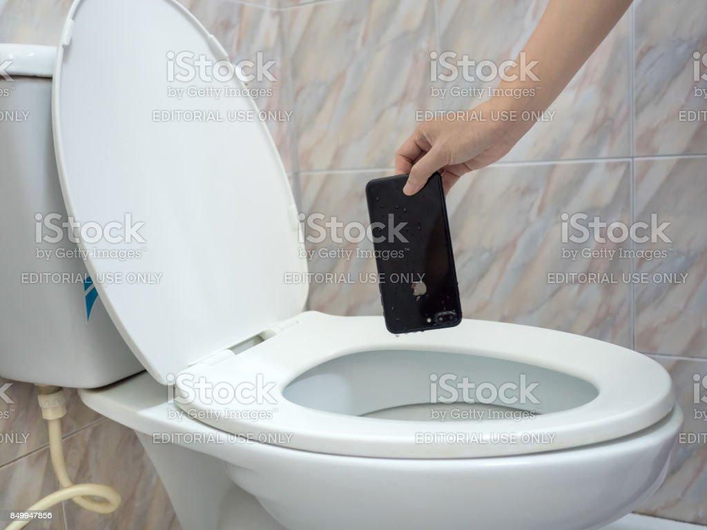Wasser-Schaden-Smartphone im WC – Foto
