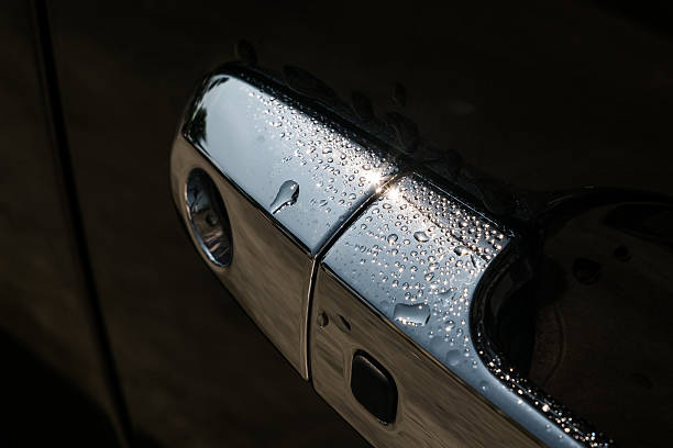 water drops on car door handle - surf garage bildbanksfoton och bilder