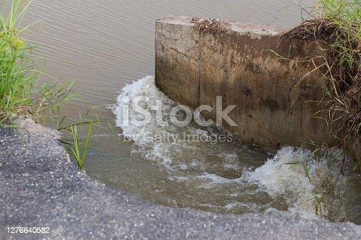 Close currents flowing through a concrete bridge, which makes asphalt cracking, erosion damage.