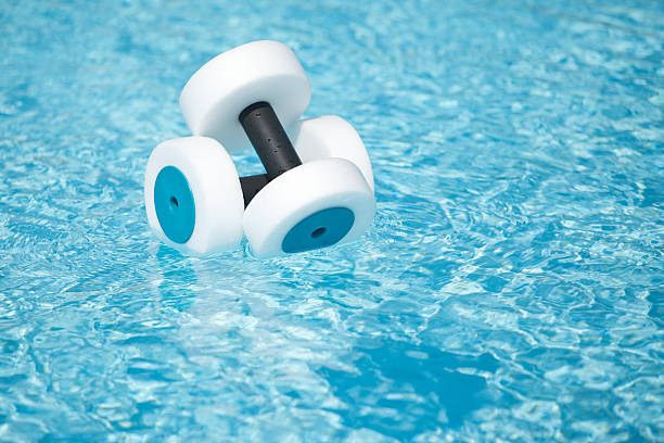 Acqua Fitness mano Buoys galleggianti in piscina - foto stock