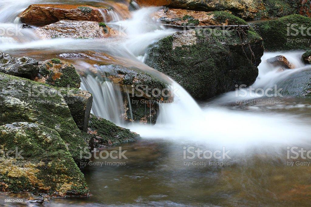 Water flowing over rocks - long exposure foto royalty-free