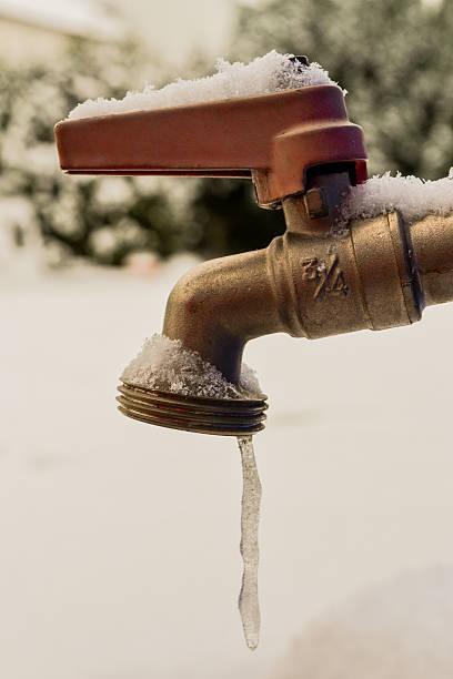 woda zatrzymuje ponieważ jednego stuknięcia - tap water zdjęcia i obrazy z banku zdjęć