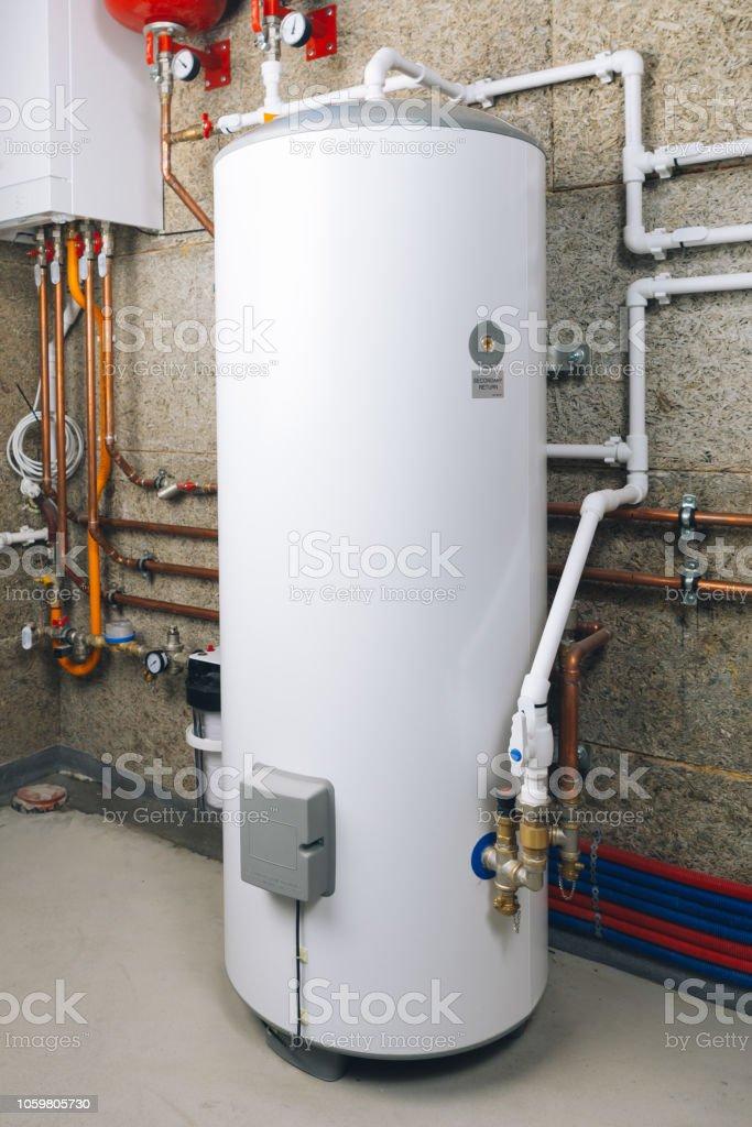 Wasser-Heizung in modernen Heizraum – Foto