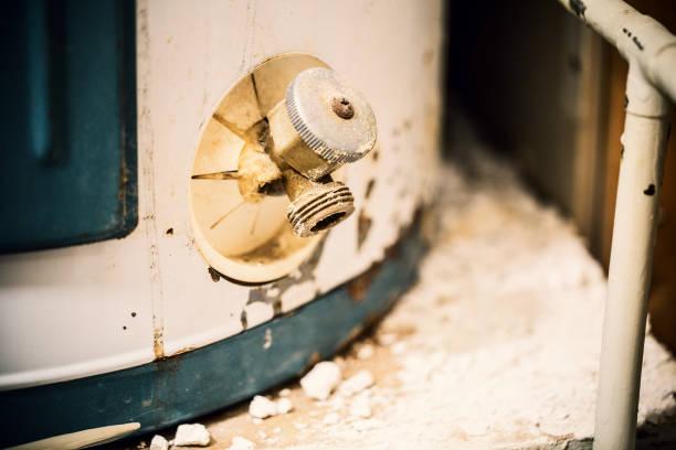 warmwasserbereiter - boiler stock-fotos und bilder