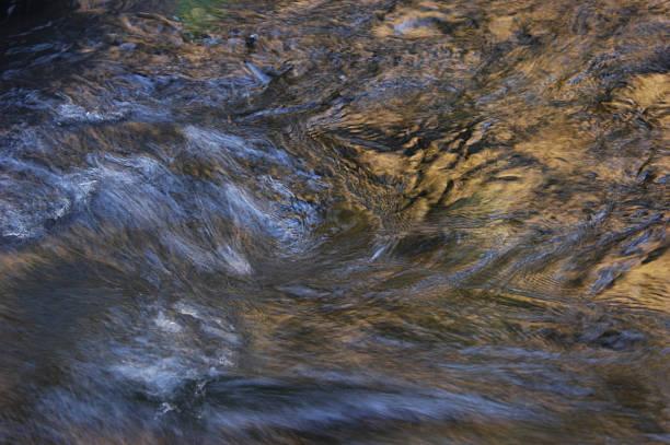 wasser in motion - monet bilder stock-fotos und bilder