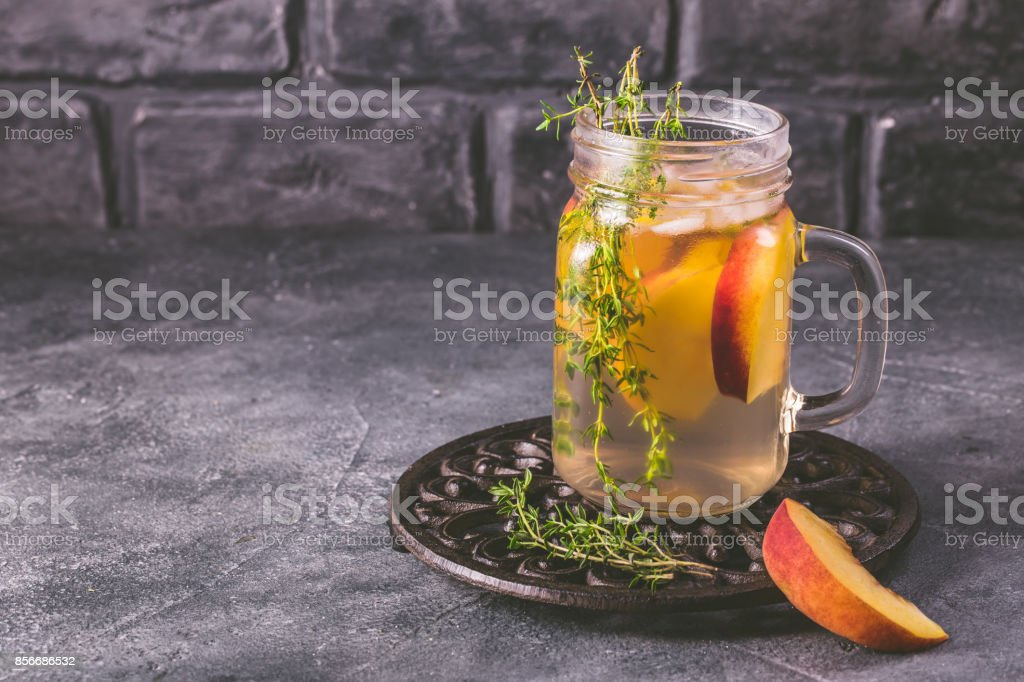 Water infused with peach and thyme стоковое фото