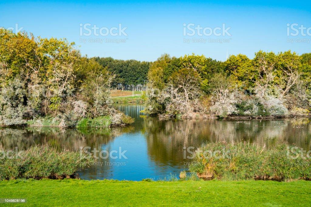 water landschap in de buurt van versterkte stad Willemstad. Nederland foto