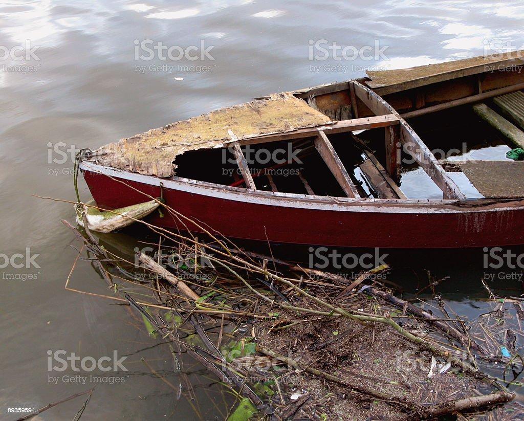 Water logged boat royaltyfri bildbanksbilder