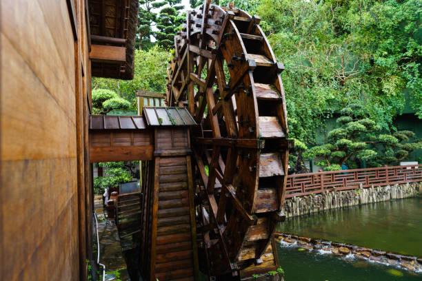 water mill replica in nan lian garden - lian empty imagens e fotografias de stock