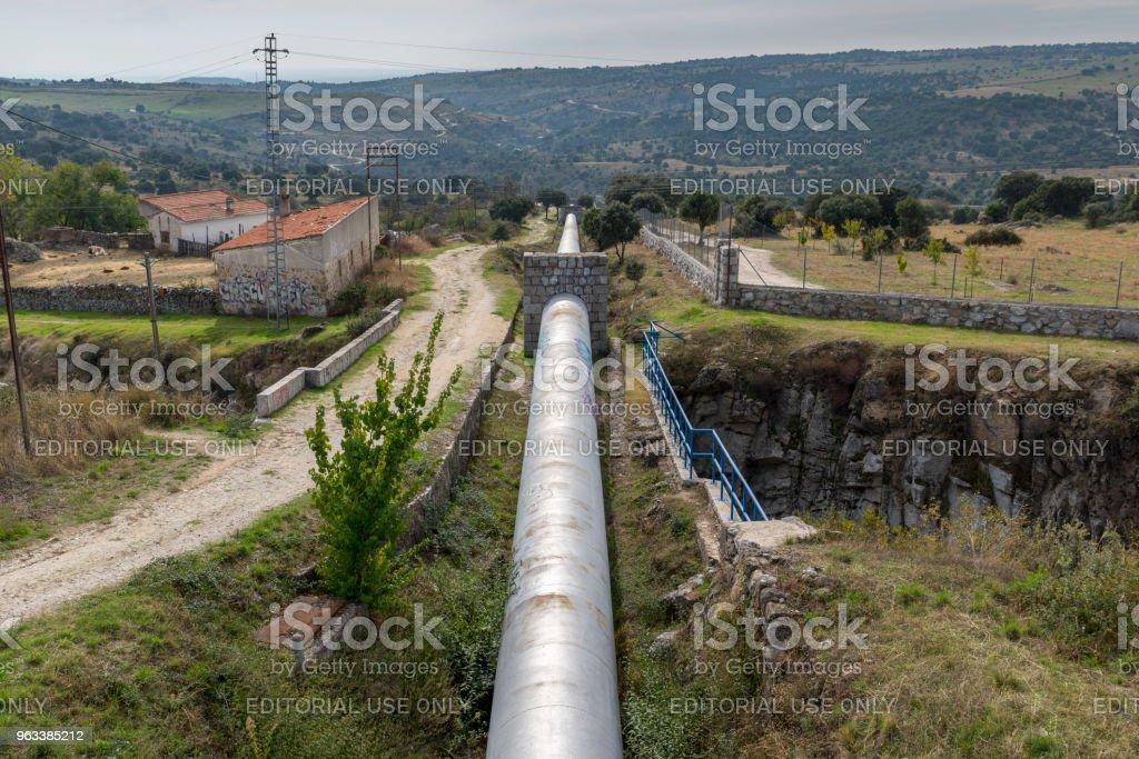 Bevattnapipelinen dricksvattenförsörjningen - Royaltyfri Berg Bildbanksbilder