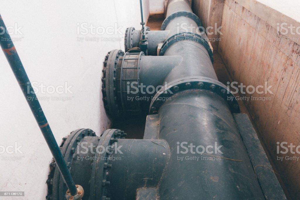 Tubería del agua en la planta de tratamiento de agua - foto de stock