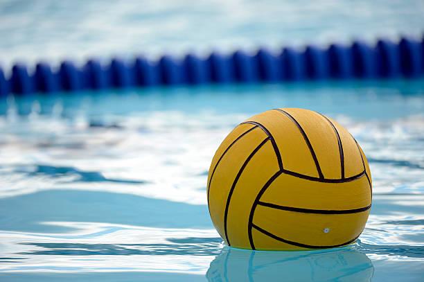 bola de water polo - water polo fotografías e imágenes de stock