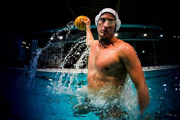 jugador de waterpolo - water polo fotografías e imágenes de stock