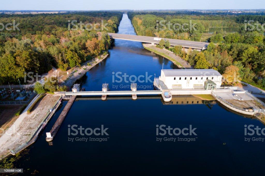 Wasserkraftwerk von oben – Foto
