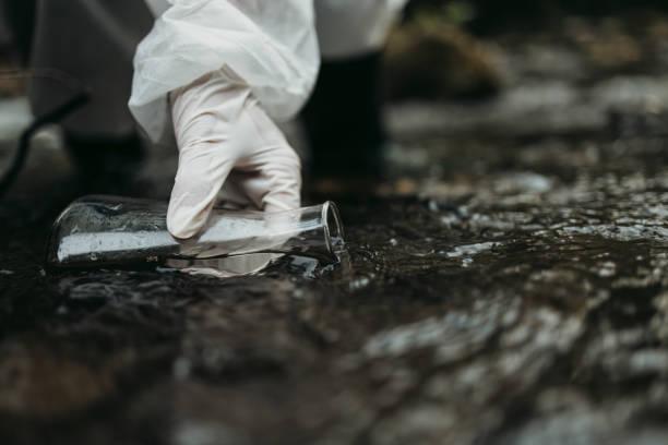 water quality checking - campione scientifico foto e immagini stock