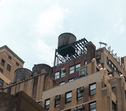 Water resorvoir New York City on top of building