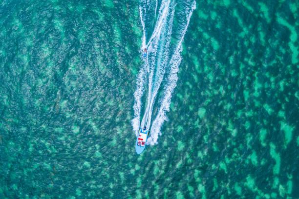 Esqui aquático na Maurícia durante as férias - foto de acervo