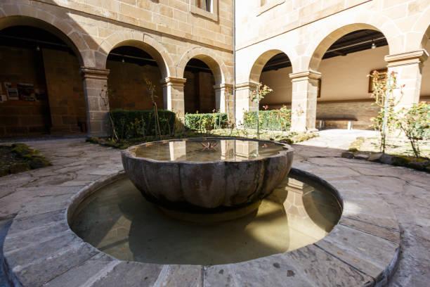 vattenkälla på gården i klostret santo toribio de liebana, potes, cantabria, spanien - easter procession spain bildbanksfoton och bilder