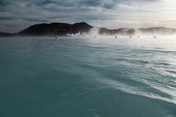 Wasser Oberfläche und Badende in die nebligen Blue Lagoon Island – Foto