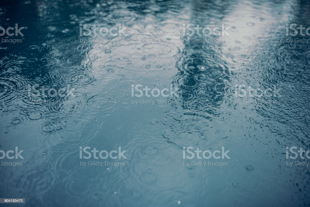 Surface de l'eau en cas de pluie. - Photo