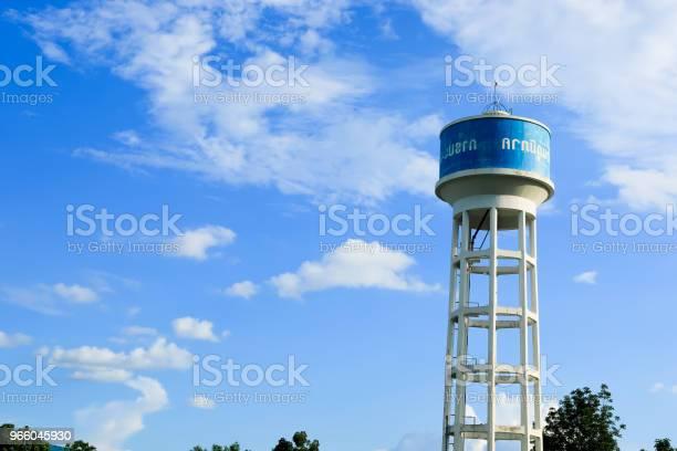 Бетонный Резервуар Для Воды Башня С Небом На Заднем Плане — стоковые фотографии и другие картинки Антиквариат